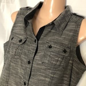 The NorthFace sleeveless button grey shirt Sz M